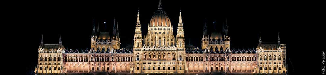 Parlament in Budapest bei Nacht